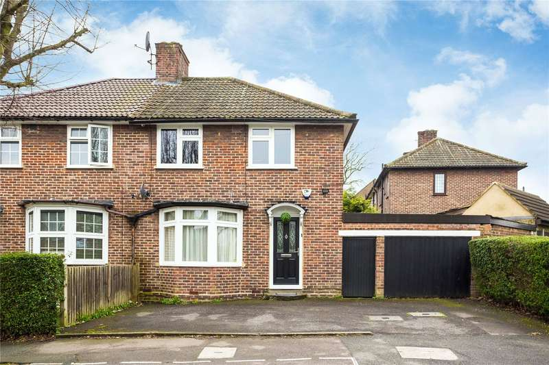 3 Bedrooms Semi Detached House for sale in Normanton Park, Chingford, London