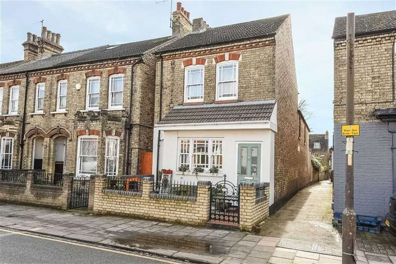 3 Bedrooms Detached House for sale in Castle Road, Bedford