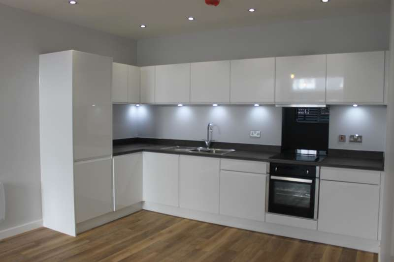 2 Bedrooms Flat for rent in Tate House, Leeds, LS2 7PJ