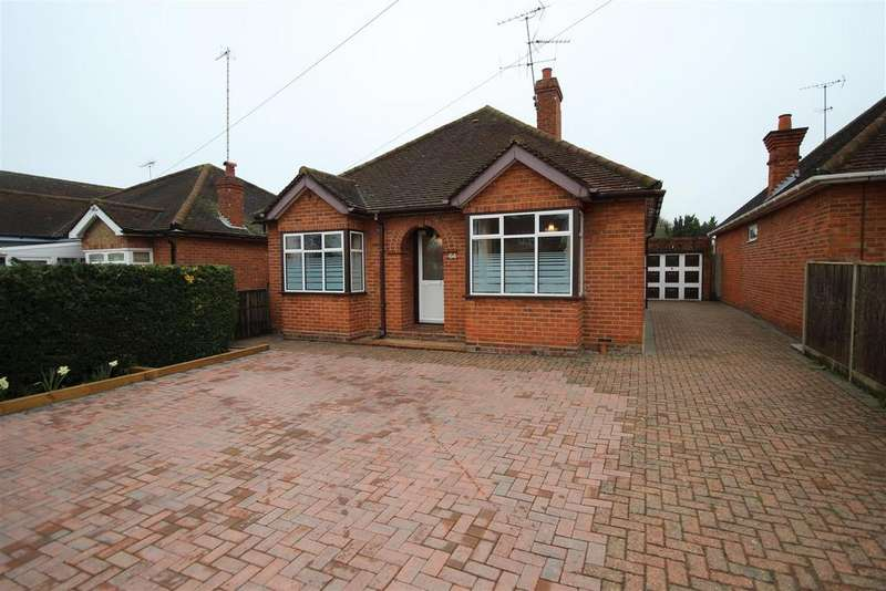3 Bedrooms Detached Bungalow for sale in Headley Road, Woodley, Reading