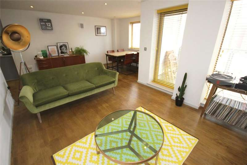 2 Bedrooms Flat for sale in Castlegate, Chester Road, Manchester, M15