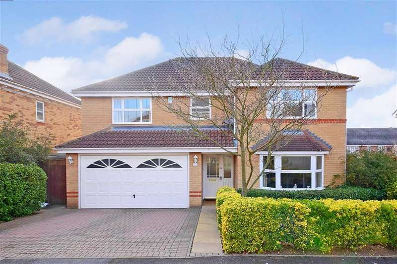 4 Bedrooms Detached House for sale in Hunter Drive, Wickford, Essex