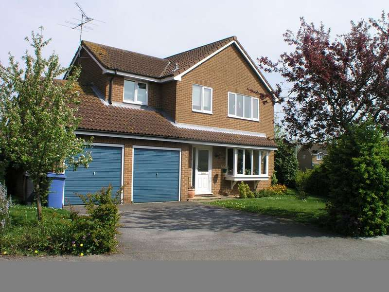 4 Bedrooms Detached House for sale in Blake Avenue, Shotley Gate IP9