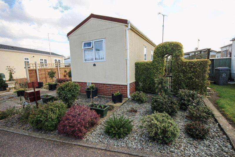 2 Bedrooms Park Home Mobile Home for sale in Woodland View, Norwich
