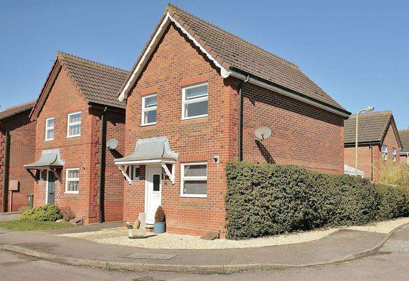 3 Bedrooms Link Detached House for sale in 11 Waltham Gardens, Banbury, Oxfordshire, OX16 1PU