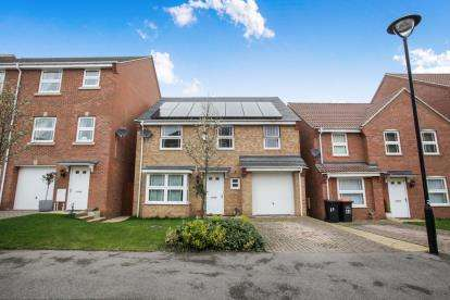 4 Bedrooms Detached House for sale in Drakes Avenue, Leighton Buzzard, Beds, Bedfordshire