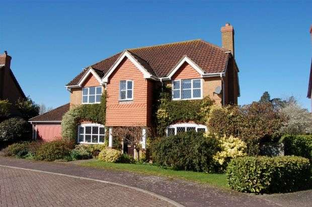 4 Bedrooms Detached House for sale in Windingbrook Lane, Collingtree Park, Northampton NN4 0XN