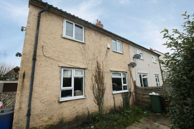 3 Bedrooms Semi Detached House for sale in Hallfield Crescent, Wetherby, West Yorkshire, LS22 6JP