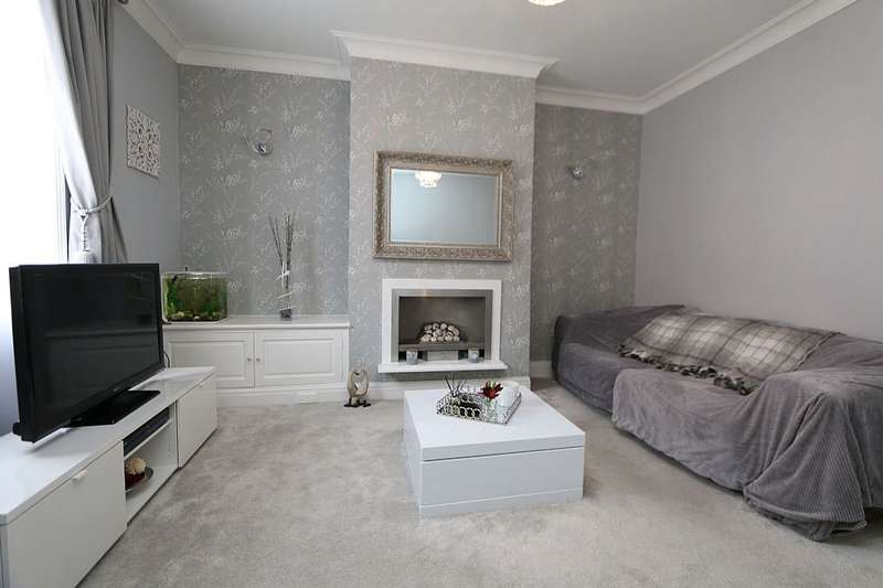 2 Bedrooms Terraced House for sale in Dallas Street, PRESTON, Lancashire, PR1 7UX