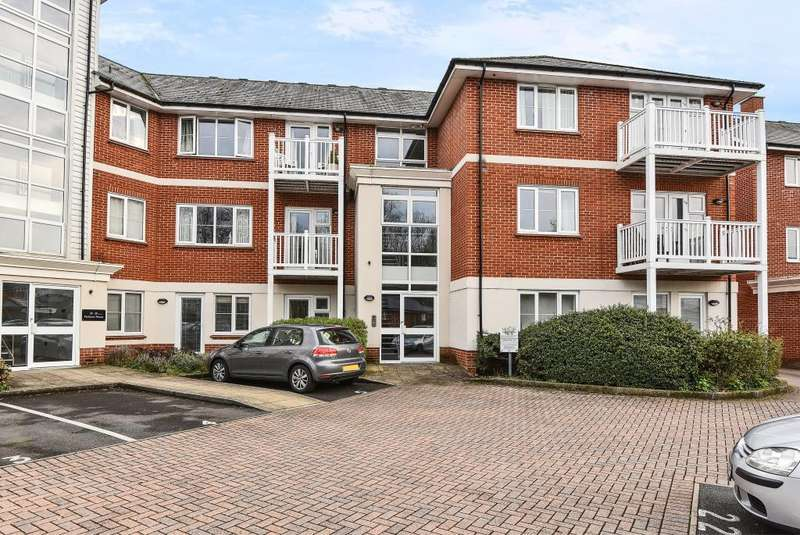 2 Bedrooms Flat for sale in High Wycombe, Buckinghamshire, HP11