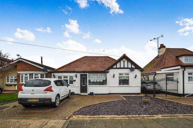 2 Bedrooms Detached Bungalow for sale in Salisbury Road, Clacton-On-Sea