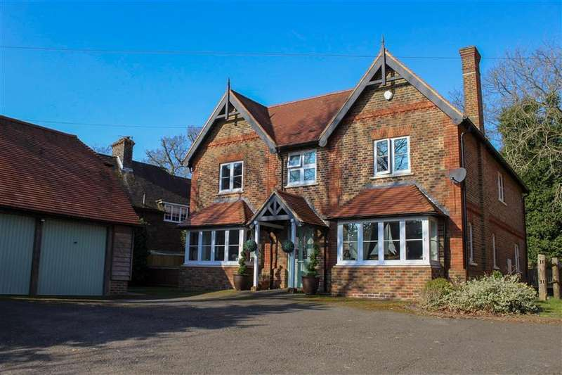 5 Bedrooms Detached House for sale in Myrtle Road, Crowborough, East Sussex