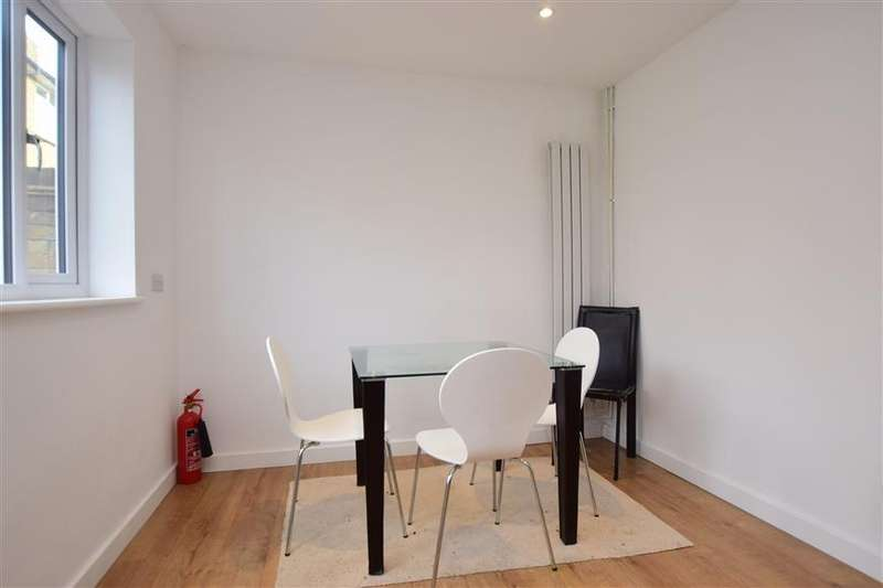 3 Bedrooms Semi Detached House for sale in Warwick Road, Canterbury, Kent