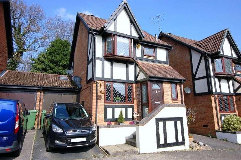 3 Bedrooms Detached House for sale in Horsebrass Drive, Bagshot