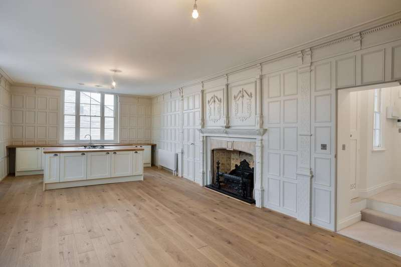 2 Bedrooms Apartment Flat for sale in High Street, Hoddesdon, EN11