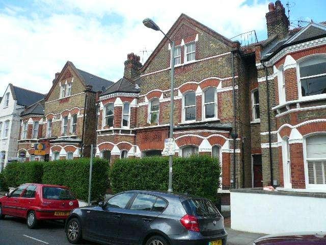 1 Bedroom Flat for sale in Lavender Gardens, Battersea
