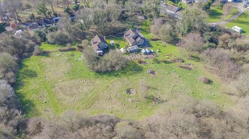 3 Bedrooms Detached Bungalow for sale in Woollens Brook, Hoddesdon