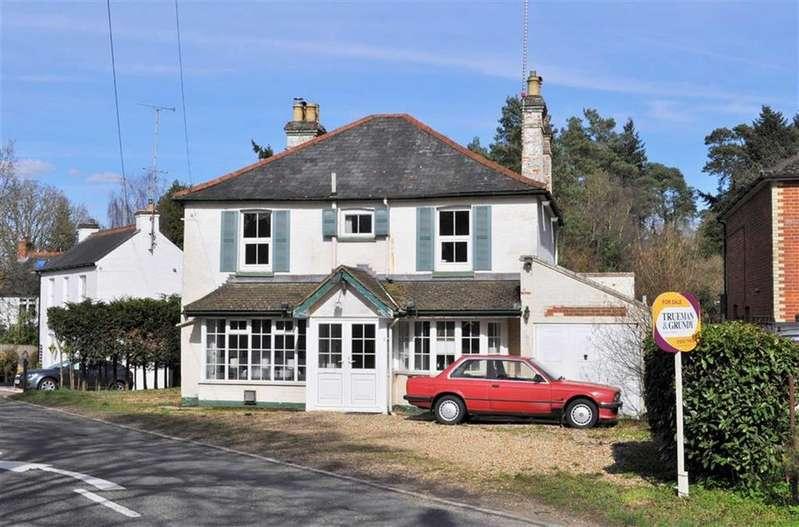 4 Bedrooms Detached House for sale in Frensham Road, Farnham