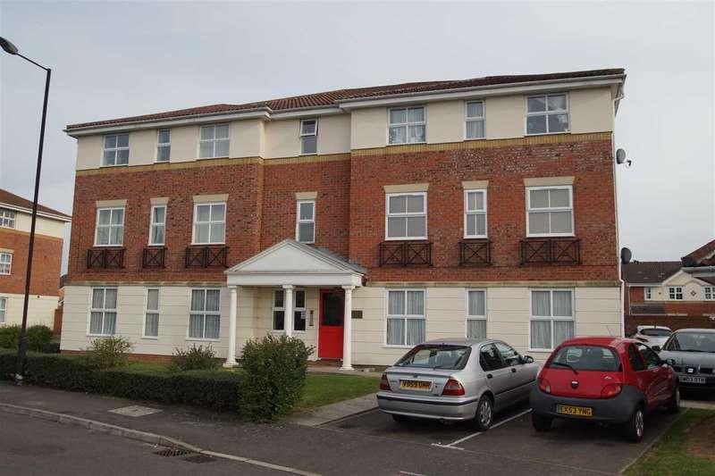 2 Bedrooms Apartment Flat for sale in Nicholas Gardens, Cippenham