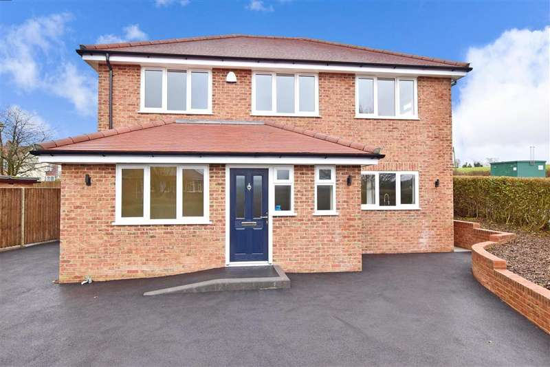 3 Bedrooms Detached House for sale in Highland Road, , Chartham, Canterbury, Kent