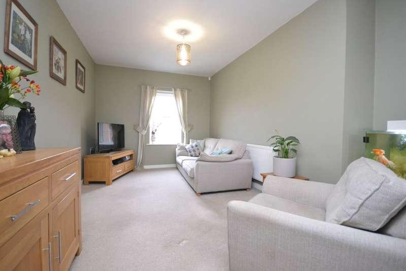 2 Bedrooms Flat for sale in Station Court Station Rise, Riccall, York, YO19