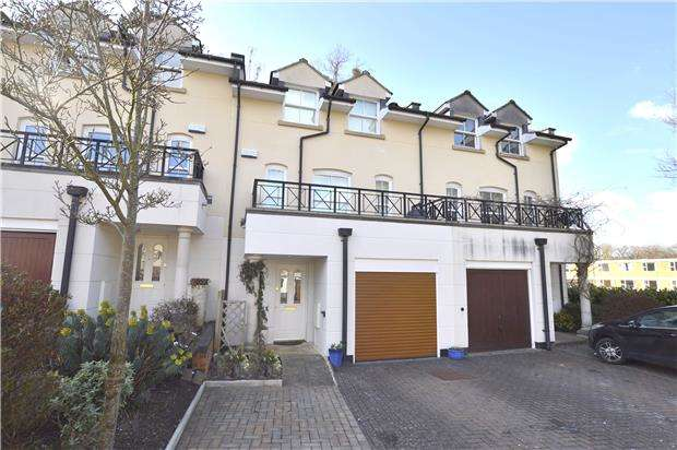 4 Bedrooms Town House for sale in Woodmeade Close, Charlton Kings, Cheltenham, Gloucestershire, Glos, GL52 6TN