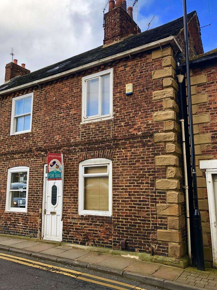 2 Bedrooms Terraced House for sale in Colton Road, Whitkirk