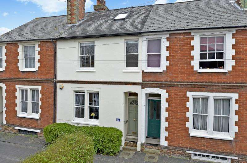 3 Bedrooms Terraced House for sale in Stokefields, Guildford