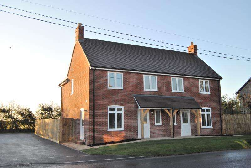 3 Bedrooms Semi Detached House for rent in PULHAM