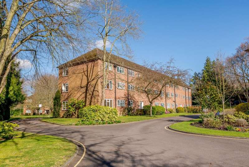 2 Bedrooms Apartment Flat for sale in Christchurch Road, Virginia Water