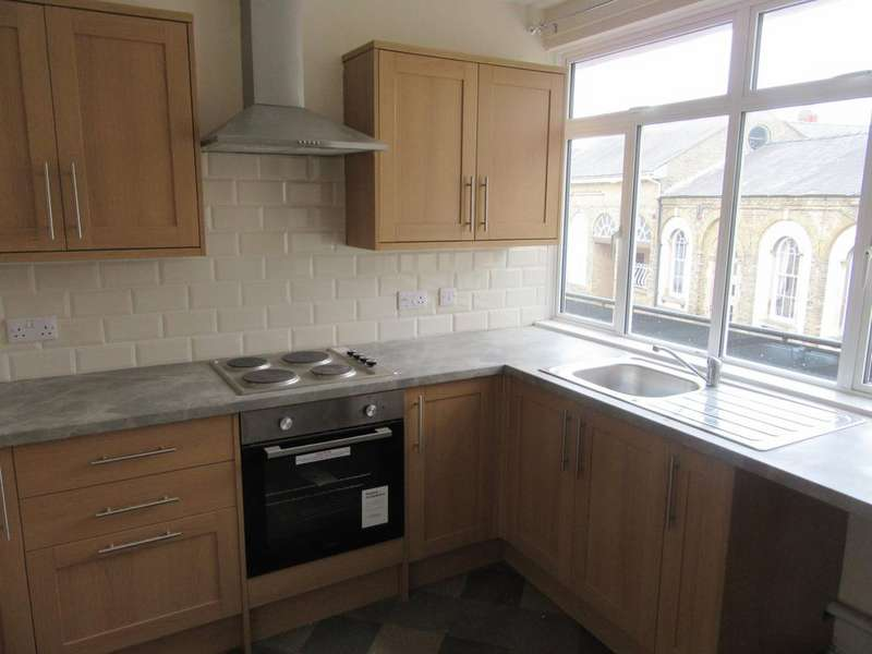 2 Bedrooms Flat for rent in Church Street, Holbeach,