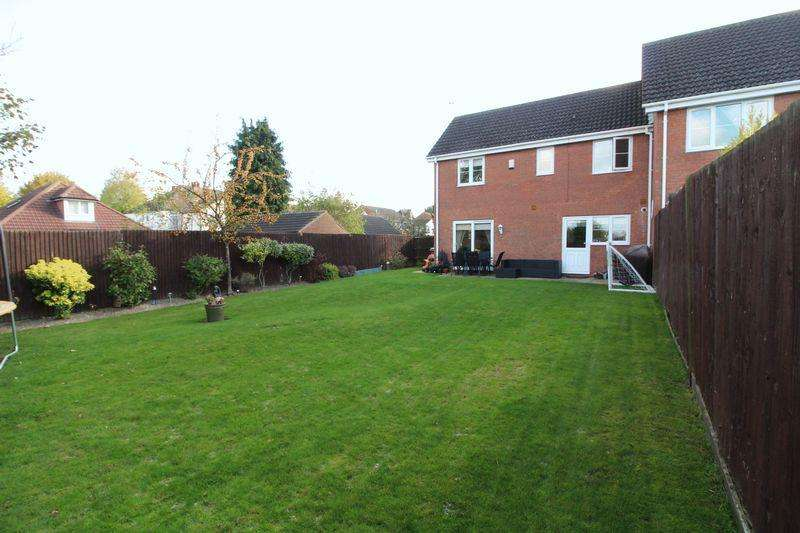 3 Bedrooms Semi Detached House for sale in Modern Family Home in Leagrave