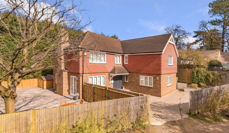 4 Bedrooms Detached House for sale in Doods Park Road, Reigate, Surrey, RH2