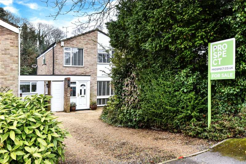 4 Bedrooms Link Detached House for sale in Holly Hedge Road, Frimley, Camberley, Surrey, GU16