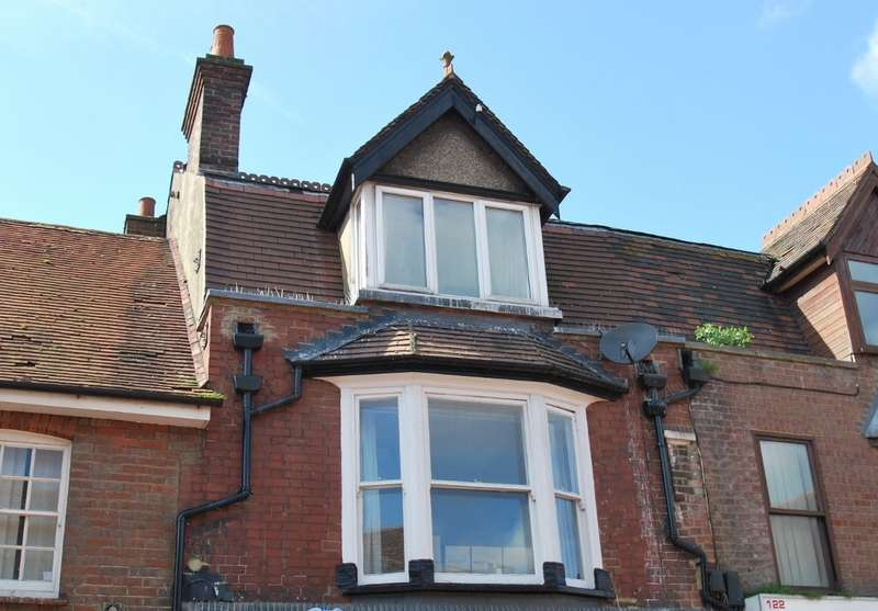 2 Bedrooms Flat for sale in High Street, Chesham, HP5