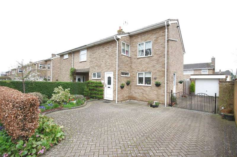 3 Bedrooms Semi Detached House for sale in LARKFIELD