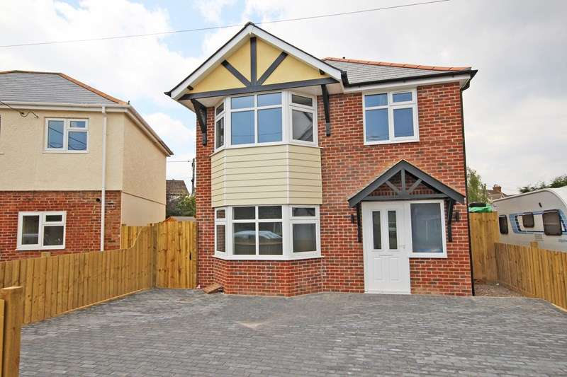 3 Bedrooms Detached House for sale in Compton Road, New Milton