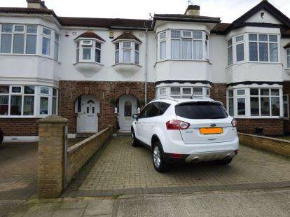 3 Bedrooms Terraced House for sale in Upminster, Essex