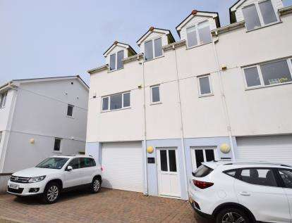 3 Bedrooms Semi Detached House for sale in Cornwall