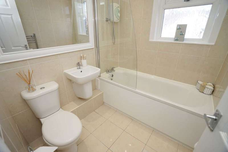 2 Bedrooms Terraced House for sale in Dickinson Street West, Horwich