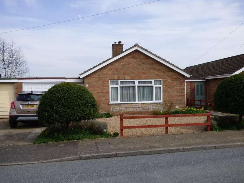 2 Bedrooms Detached Bungalow for sale in Roland Drive, Hempnall NR15