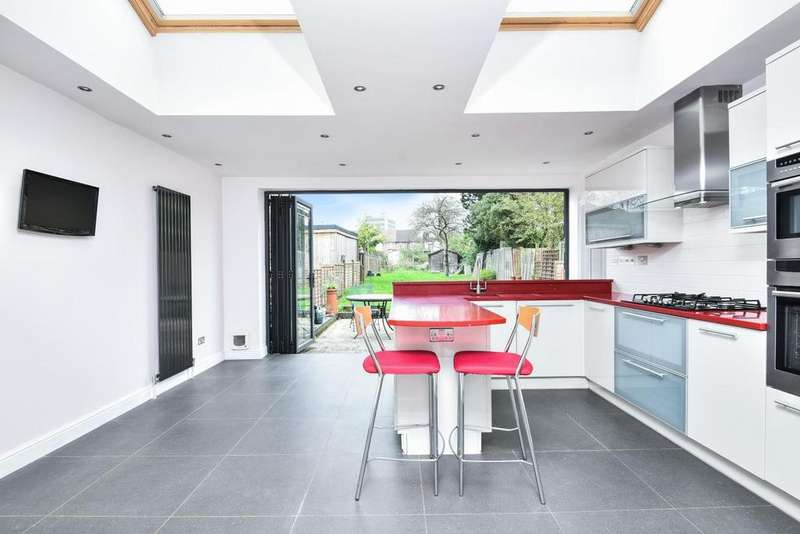2 Bedrooms Flat for sale in Grove Road, North Finchley