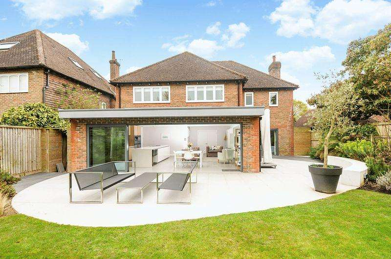 4 Bedrooms Detached House for sale in Westgate, Chichester