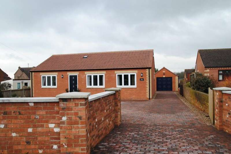 3 Bedrooms Detached Bungalow for sale in Scawby Brook, Brigg