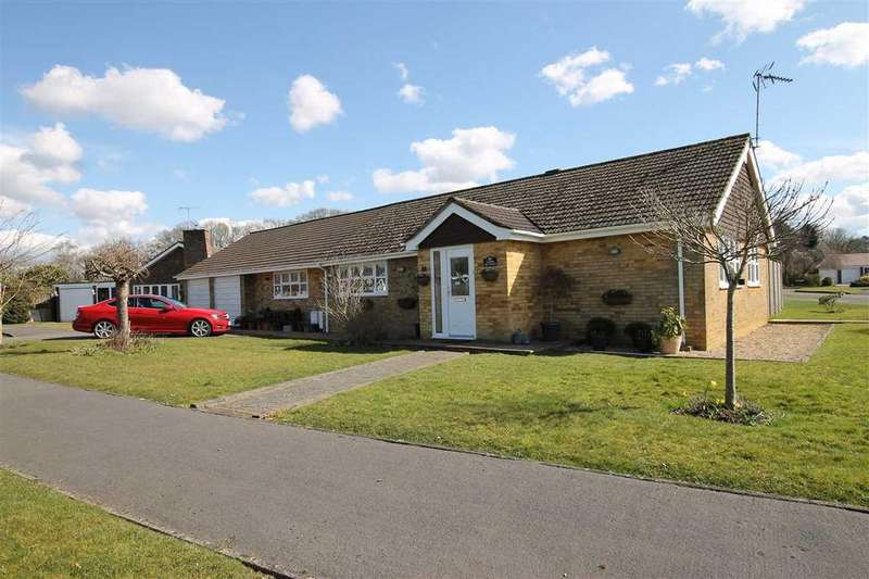 3 Bedrooms Bungalow for sale in Farriers, The Paddock, Grayshott