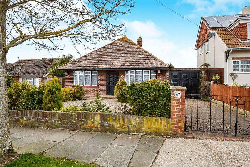3 Bedrooms Detached Bungalow for sale in Kings Road, Clacton-On-Sea