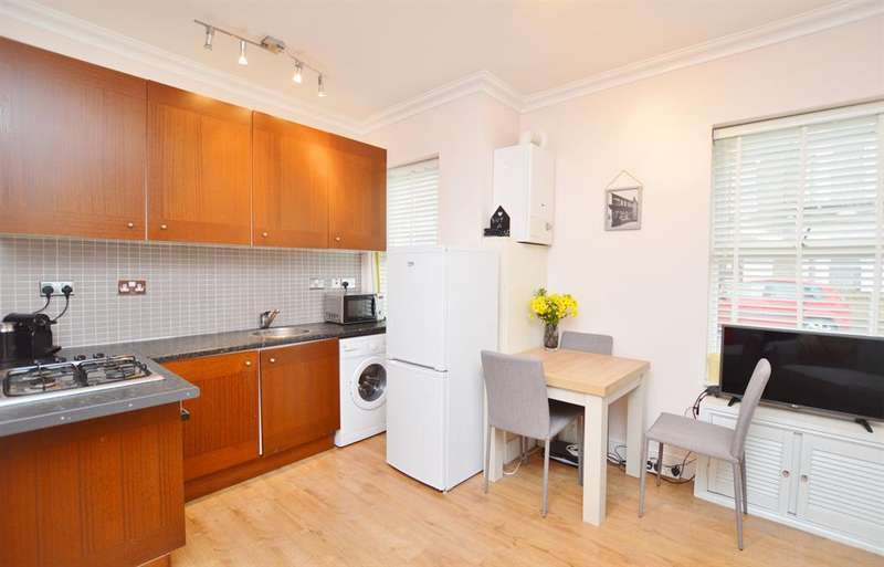 2 Bedrooms Flat for sale in Ling Road, Canning Town, London, E16 4AP