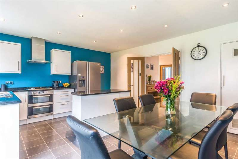3 Bedrooms Detached House for sale in Woodhatch Spinney