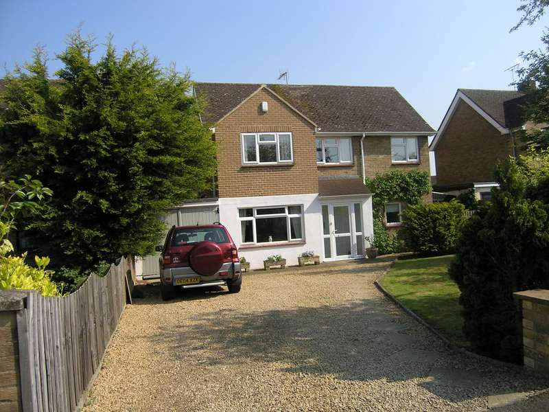 4 Bedrooms Detached House for sale in Bloxham Road, Banbury OX16