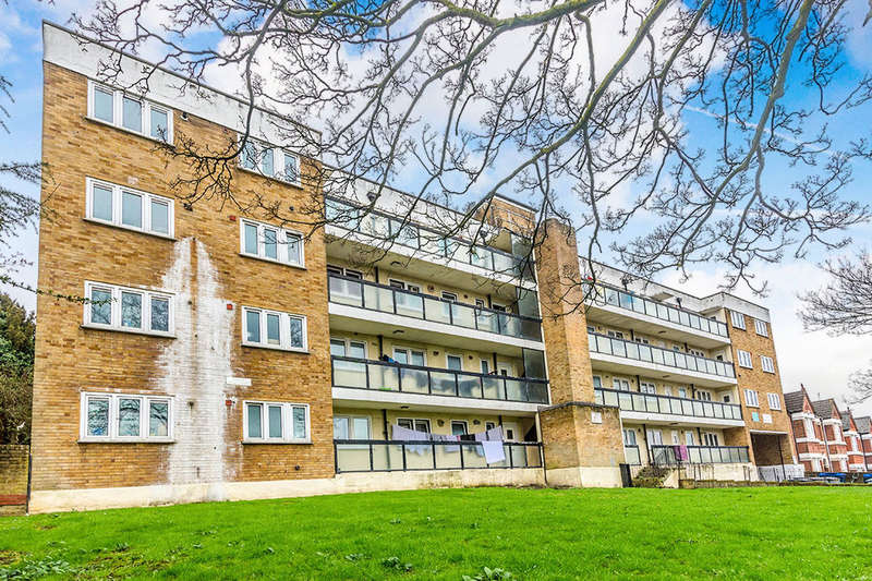3 Bedrooms Flat for sale in Maryon Road, London, SE7